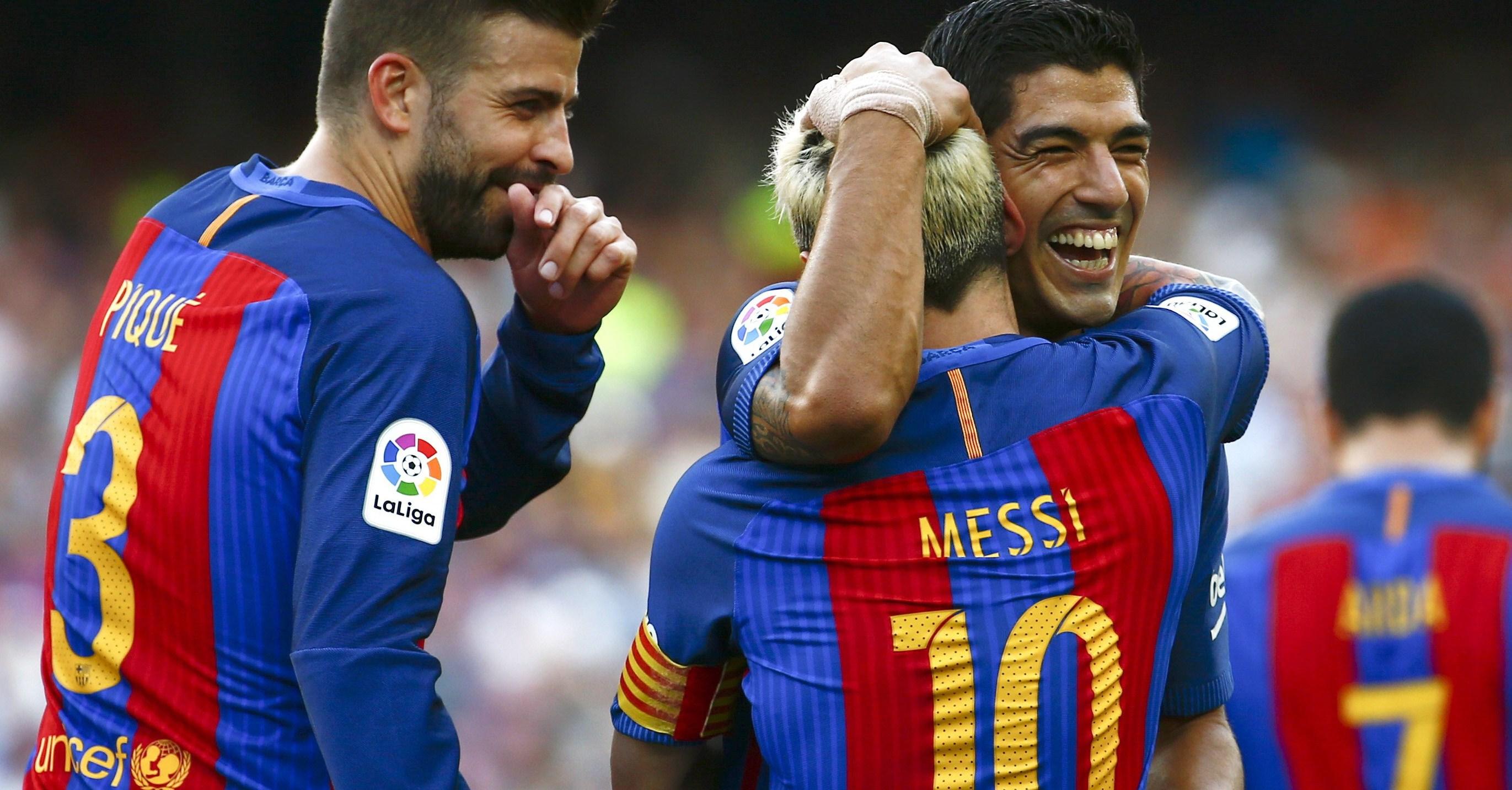 Suárez y Messi brillaron en el debut liguero del Barcelona