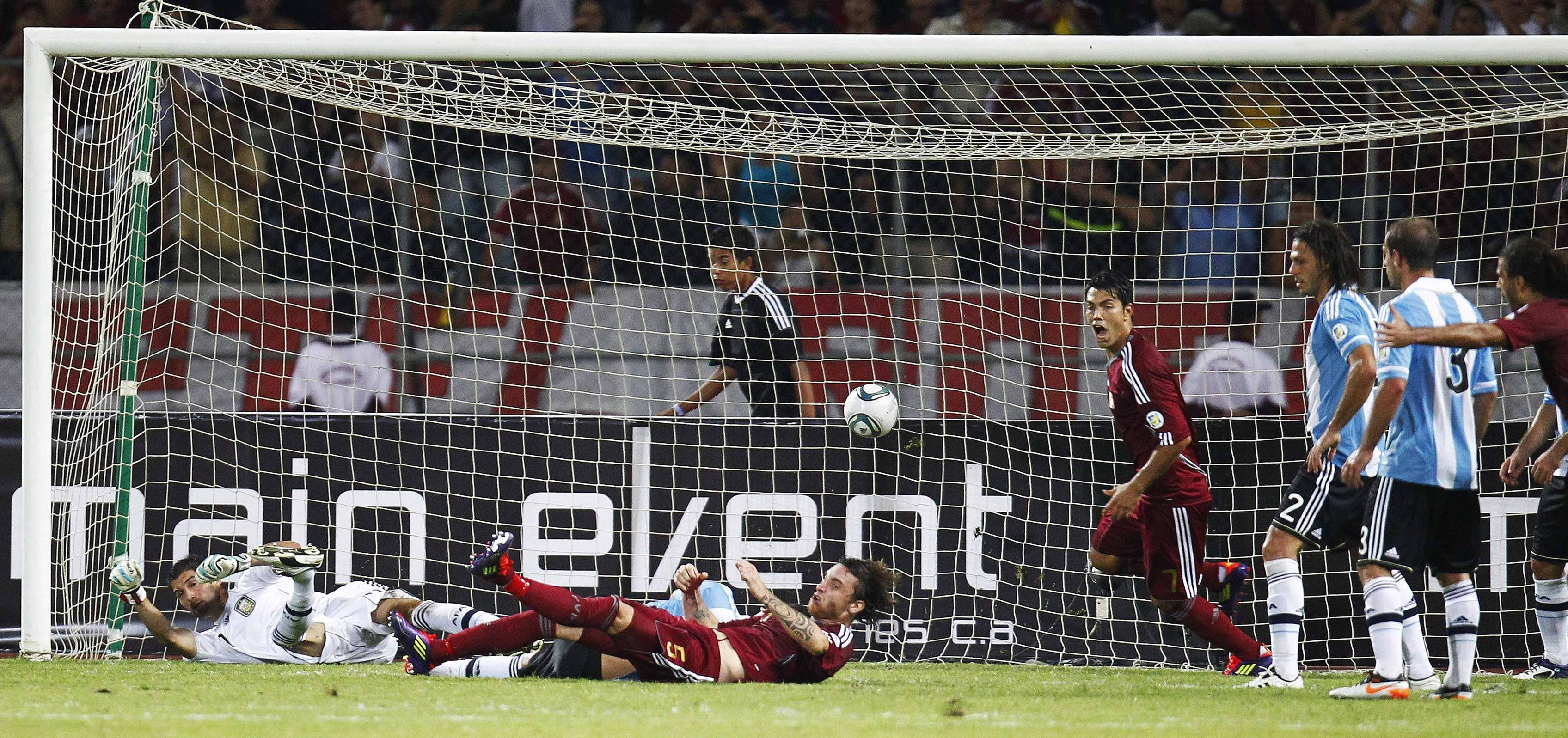 Venezuela's Fernando Amorebieta (5, on the ground) scores against Argentina during their World Cup 2014 qualifying soccer match in Puerto La Cruz October 11, 2011.     REUTERS/Jorge Silva (VENEZUELA  - Tags: SPORT SOCCER)